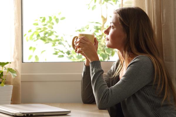 ¿Por qué muchas parejas felices eligen vivir solas?